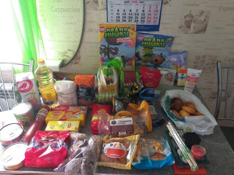 """Вот такой продуктовый набор развозили сегодня волонтеры. Фото: предоставлено БФ """"ЕВИТА"""""""