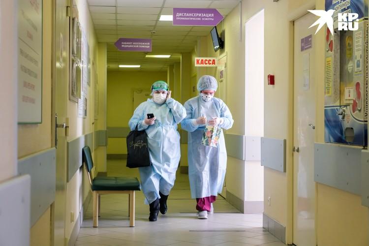 По словам пациентов, в некоторых больницах не хватает персонала.