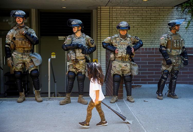 В США вторую неделю полыхают погромы и беспорядки, полностью изменившие привычную жизнь во многих городах страны