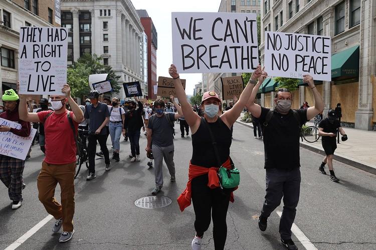 Протесты в столице страны прошли в непосредственной близости от Белого дома.