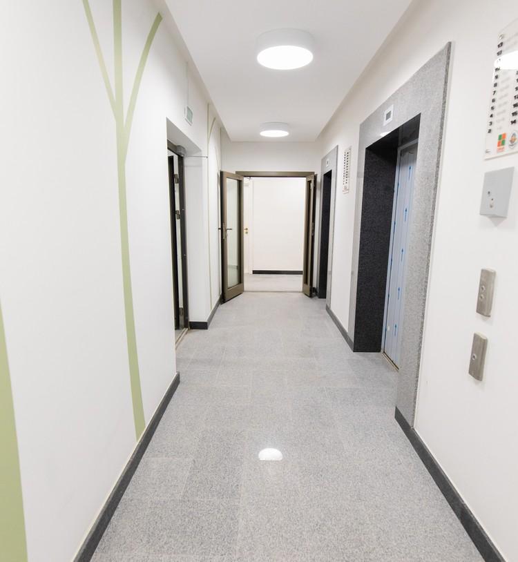 Скоростные бесшумные лифты OTIS.