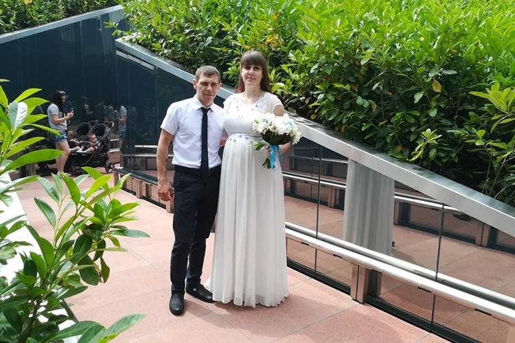 Жених и невеста приехали на прогулку перед официальной регистрацией брака