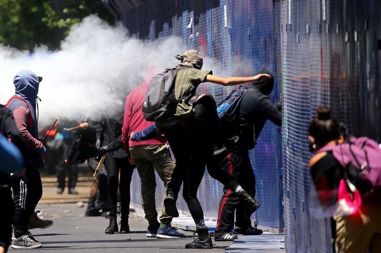 Отморозки громят магазины, прикрываясь манифестациями протеста.