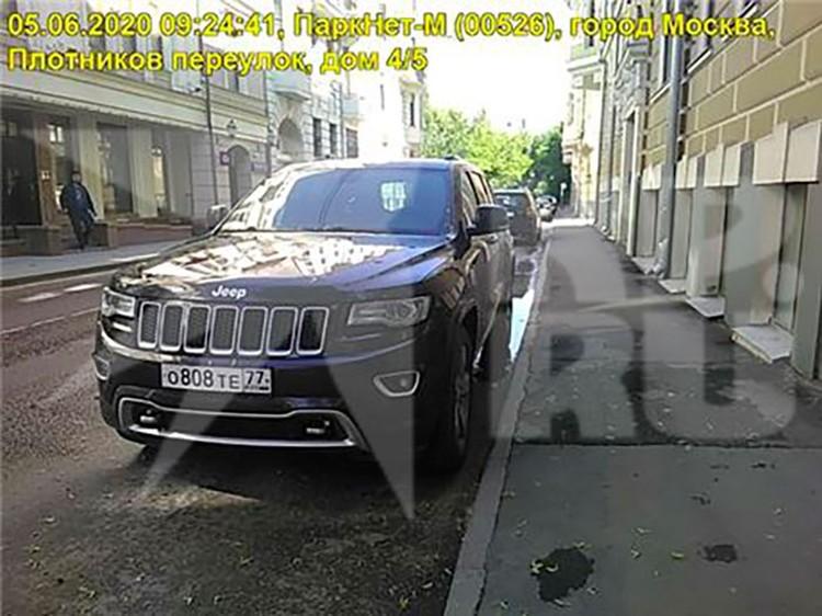 Все разы Ефремов бросал свой «Гранд Чероки» возле дома в Плотниковом переулке.