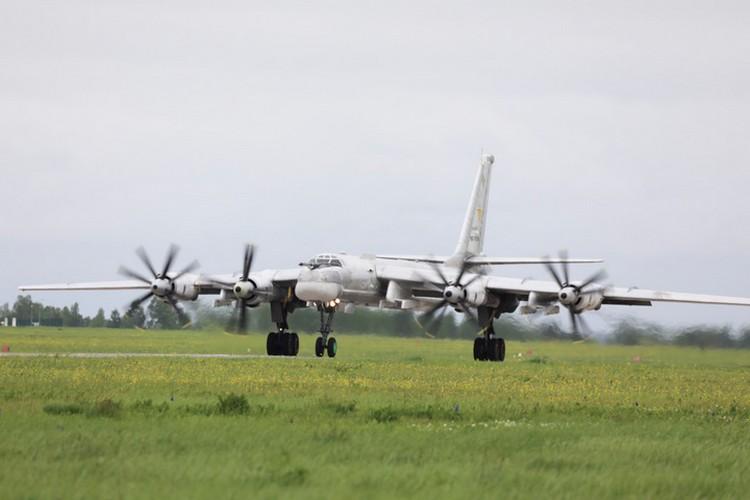 Выполняются полеты в строгом соответствии с Международными правилами использования воздушного пространства.