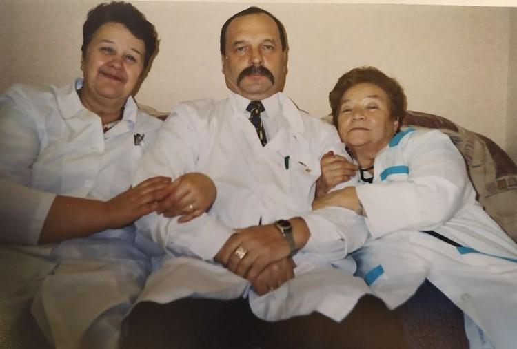 Анатолий Иванович с коллегами. Фото: предоставлено Галиной Манаковой