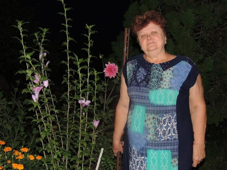 Клавдия Александровна любила дачу и цветы. Фото: личный архив семьи.