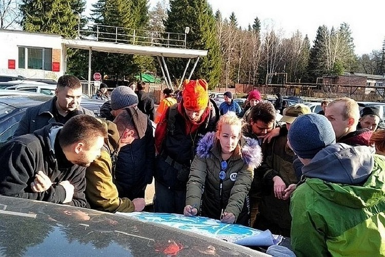 На поиски пропавшей семьи выходили десятки волонетров