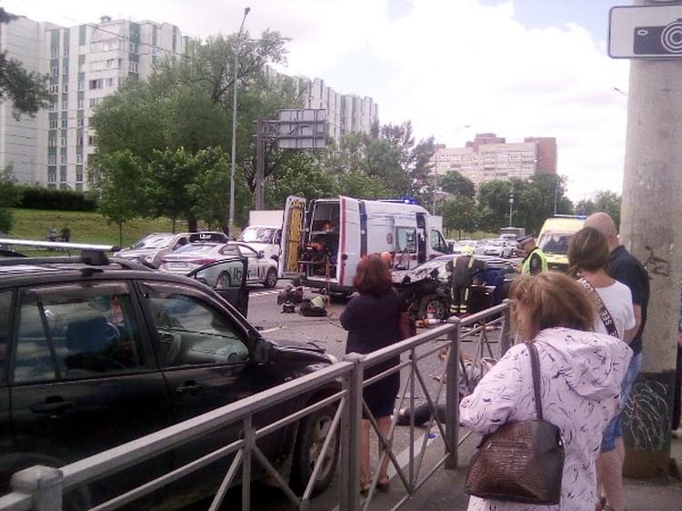 Массовая авария произошла из-за водителя Ауди Фото: vk.com/spb_today