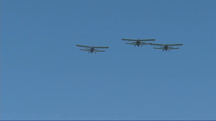 Самолеты в небе над Омском.