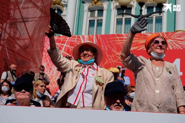 Парад Победы в Санкт-Петербурге прошел по-настоящему празднично.