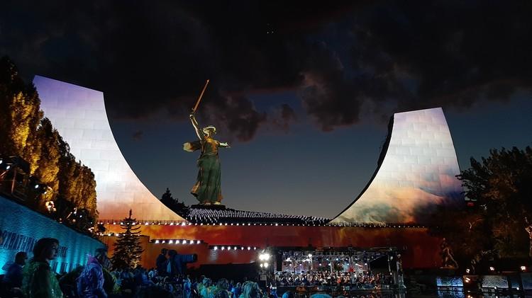 На Мамаевом кургане построили огромные декорации.