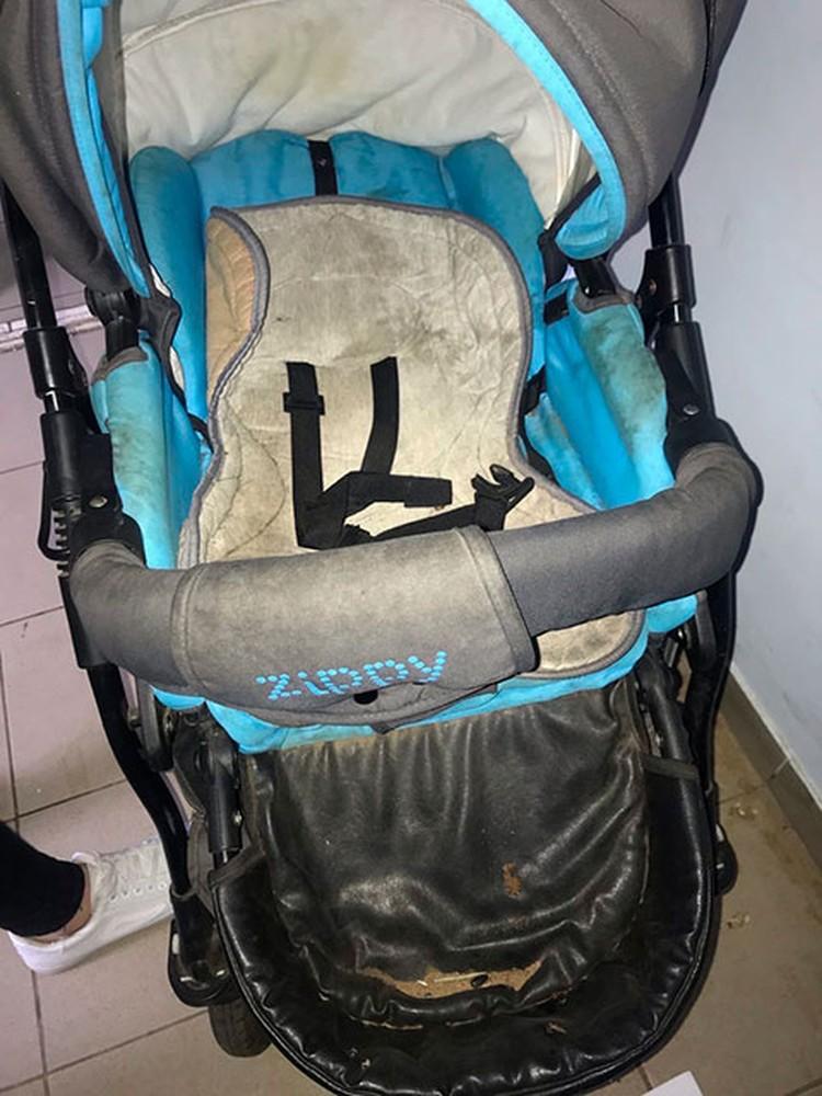 Мальчик был прикован к коляске, возможно, на протяжении нескольких часов. Фото: предоставлено волонтерами