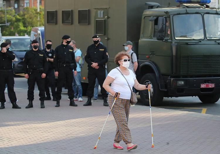 Перед выборами президента, назначенными на 9 августа, Белоруссия выглядит как рядовой после гауптвахты. Фото: EPA/ТАСС