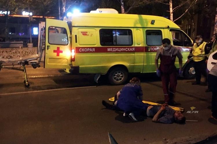 Водителя почти сразу вытащили через окошко, он был в сознании, но весь в крови. Фото: «АСТ-54»