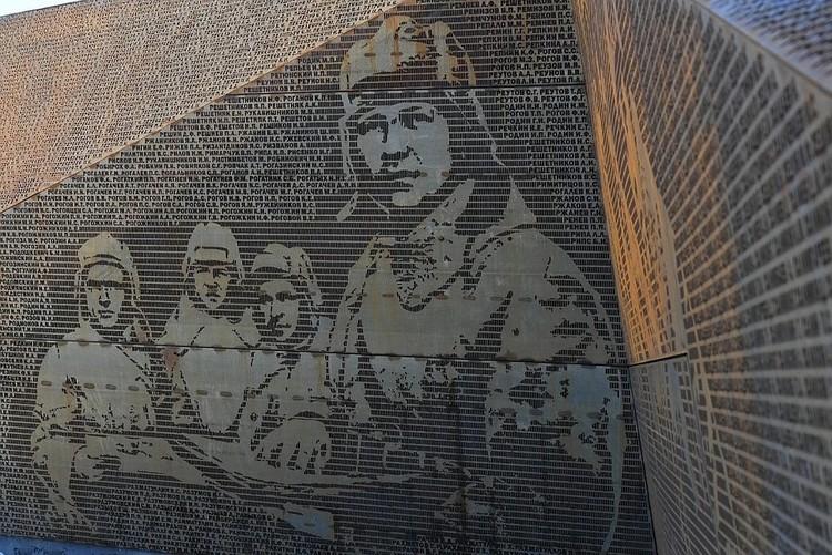 Плиты из кортеновской стали с именами павших солдат. Фото: ПТО