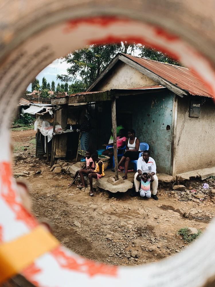 Аня и ее команда, живя полтора месяца в Кении, проникались африканской народной культурой. Фото: представлено героиней материала