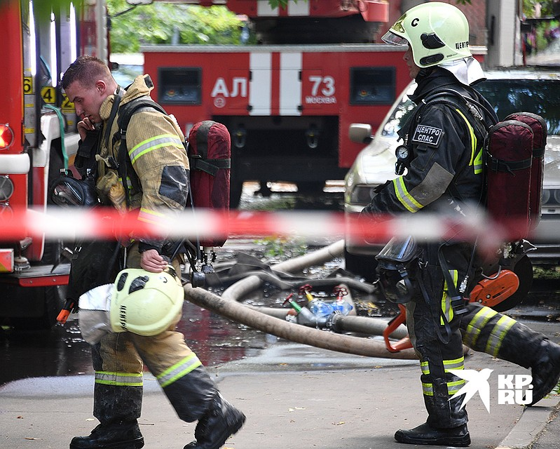 В результате пожара пострадали семь человек, трое госпитализированы. Фото: Михаил ФРОЛОВ