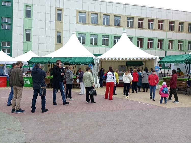 Тюменцы соблюдают социальную дистанцию
