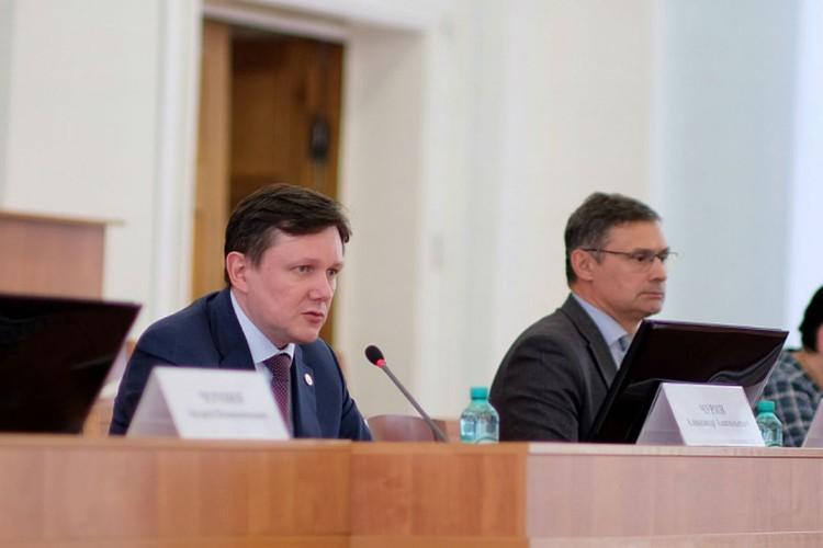 Александр Чурин провел встречу с жильцами квартир. Фото: kirovreg.ru