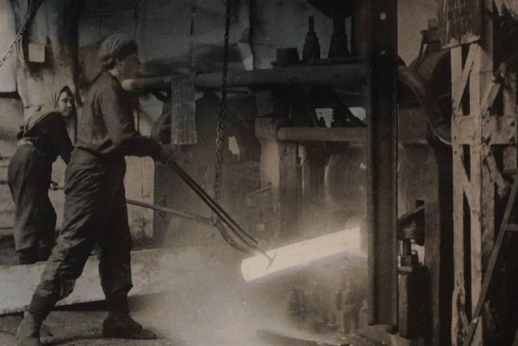Женщины на уральском металлургическом предприятии. Фото: Свердловский областной краеведческий музей