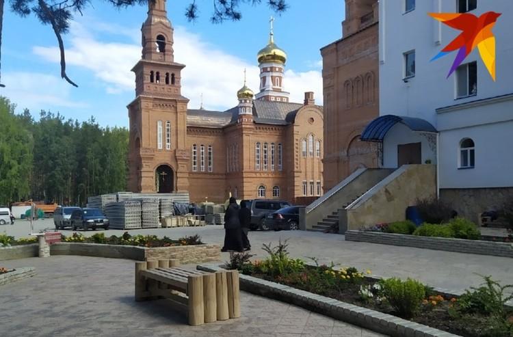Территория Среднеуральского женского монастыря.