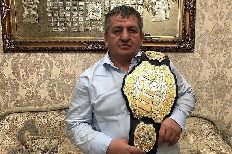 Абдулманап Магомедович — величайший тренер. Его воспитанники выигрывали мировые первенства по самбо, борьбе, MMA и другим видам единоборств
