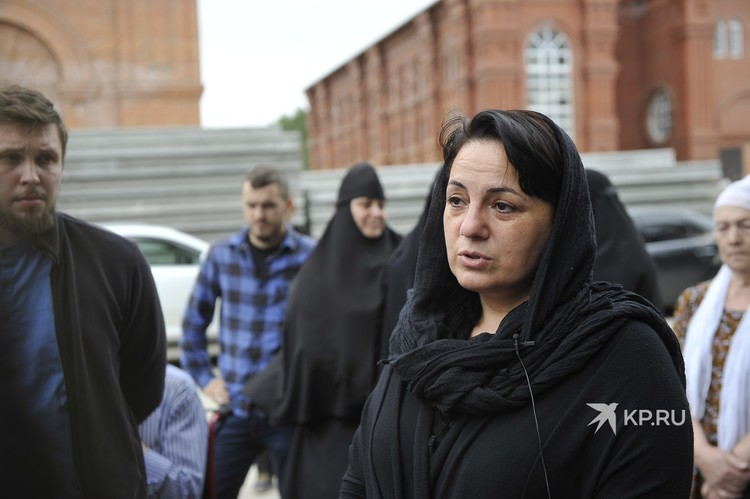 Мария прилетает в монастырь каждую неделю из Сочи. Благодаря сергию нашла свое успокоение после смерти сына.