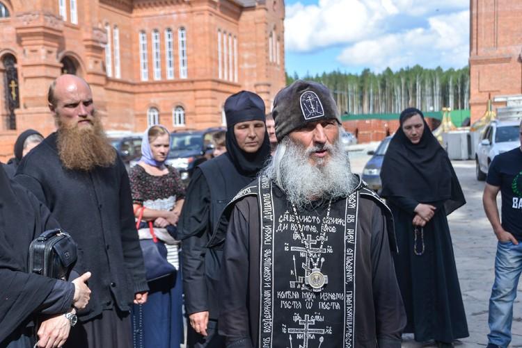 Отец Сергий захватил монастырь.