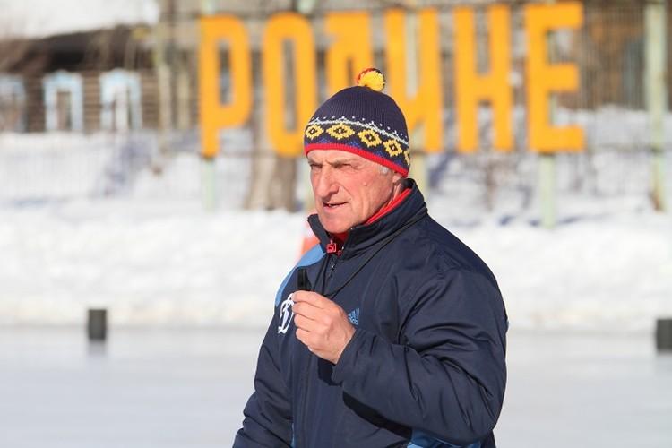 Олег Григорьевич Свешников за заслуги в 1989 году был удостоен звания почетного гражданина Карпинска. Кроме того, в 1999 году ему присвоили звание заслуженного тренера России по хоккею с мячом. Фото из архива клуба
