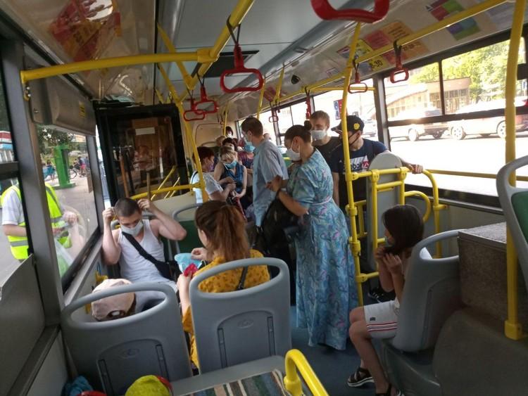 Дважды в день мобильные группы объезжают по четыре остановки в каждом городском округе