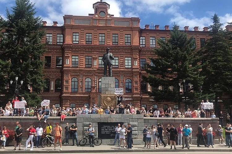 Хабаровск вышел на улицы - показать Москве свою обиду за все