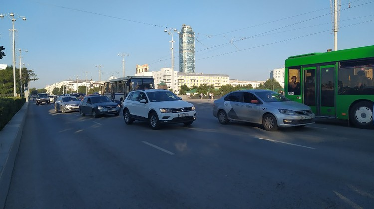 Движение по проспекту Ленина в сторону ВИЗа пока затруднено