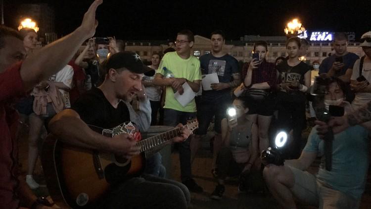 Ночные протесты под гитару.