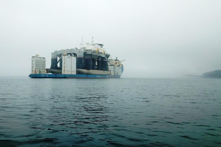 """Стартовая платформа Odyssey проекта плавучего космодрома """"Морской старт"""" в Приморье."""