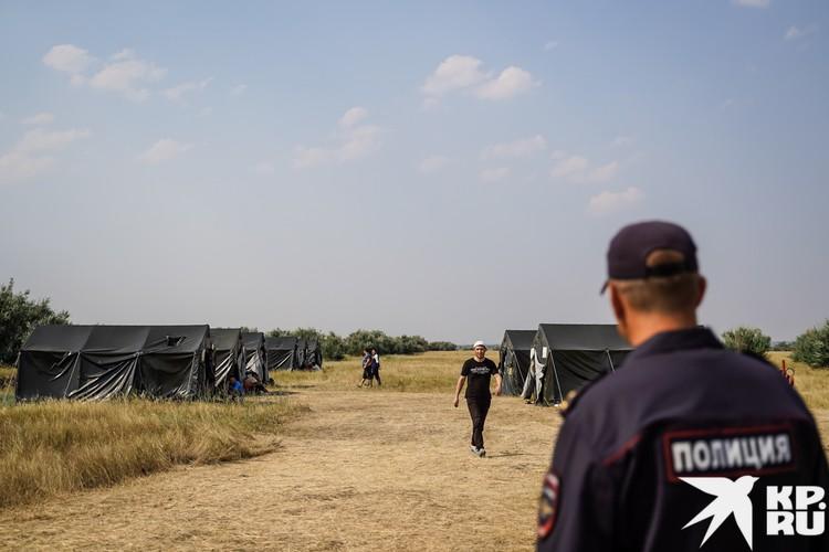 В Пункте Временного Размещения, который организовала администрация, не так много палаток. Но если мигранты согласятся выехать из своего лагеря, палаток хватит на всех