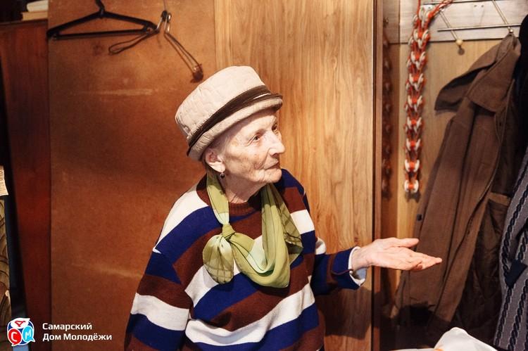 Пожилая дама обратилась за помощью к волонтерам. Фото: СДМ