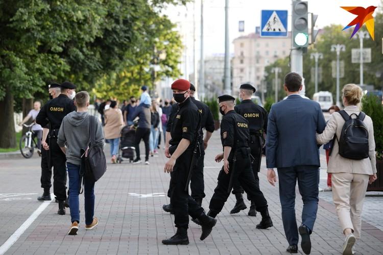 Сотрудники ОМОНа около парка им. Горького.