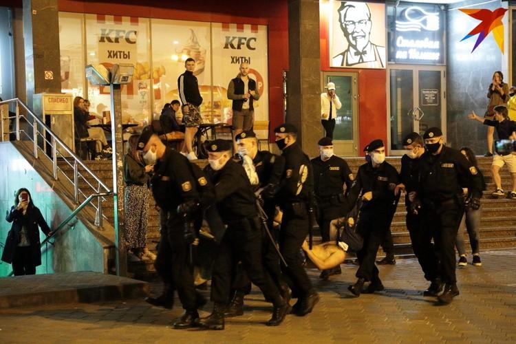 Задержание возле здания проспект Победителей, 1.