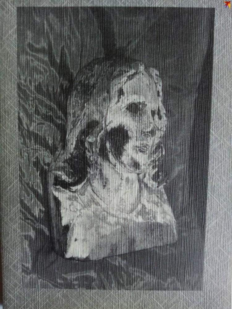 """На открытие мемориала """"Колокол Нагасаки"""" в Минске японцы привезли фрагмент деревянной статуи Девы Марии, пострадавшей во время ядерного удара по Нагасаки. Фото: личный архив."""