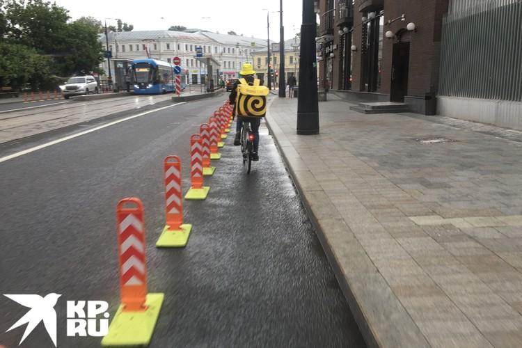 Среди велосипедистов в центре Москвы больше всего курьеров.