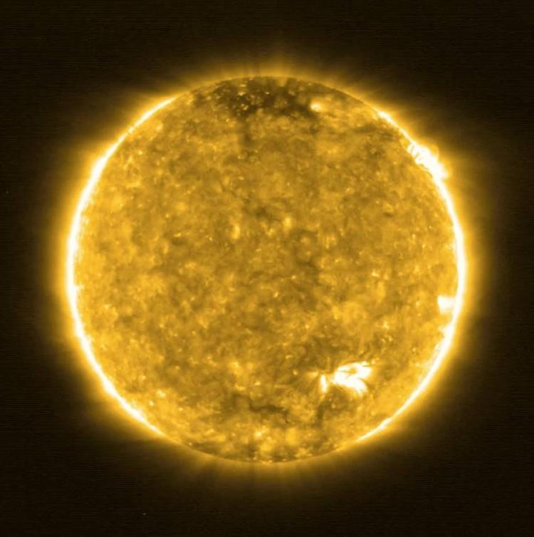 Так выглядит Солнце с расстояния в 77 миллионов километров.