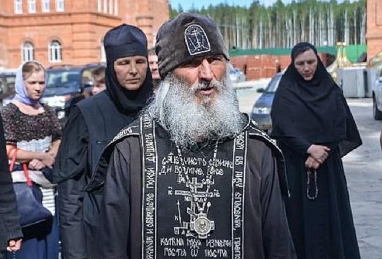 Сергия Романова отстранили от служения, но монастырь он не покидает