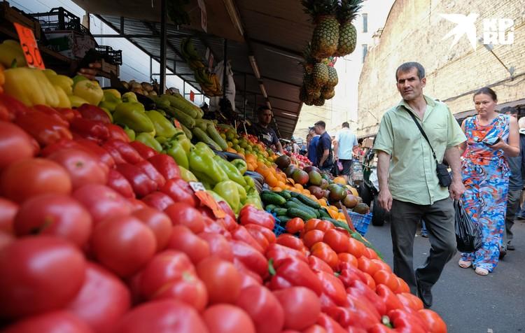 Килограмм помидоров в некоторых палатках стоит 20 рублей