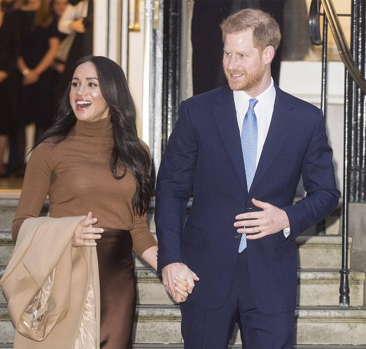 Отказ принца Гарри и его жены Меган Маркл от звания членов королевской семьи породил множество слухов.