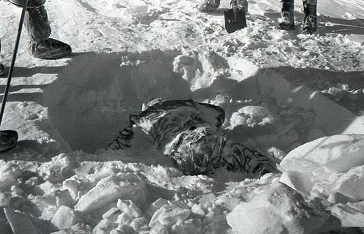 Обнаруженное спасателями тело Рустема Слободина.