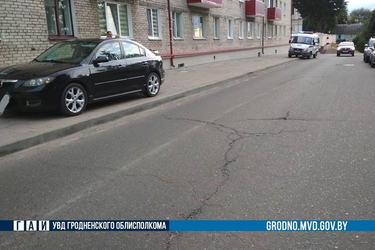 17-летнего парня госпитализировали после ДТП на тротуаре. Фото: ГАИ Гродно.