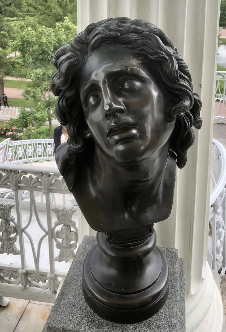 """Скульптура XVIII века весит около 150 килограммов и вот так запросто свалиться не могла. Фото: ГМЗ """"Царское Село"""""""