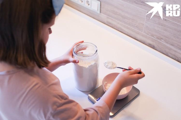 Юная кулинарка мечтает стать профессиональным кондитером.