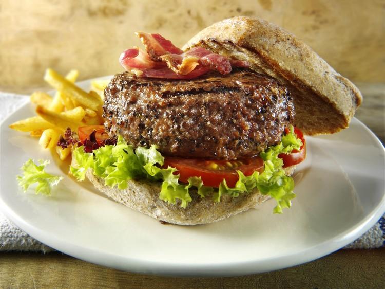 Гамбургер - это булочка с котлетой, покорившая мир.